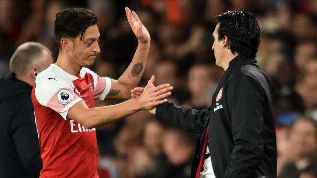 Eks Arsenal Dukung Wacana Barter Ozil-Sanchez